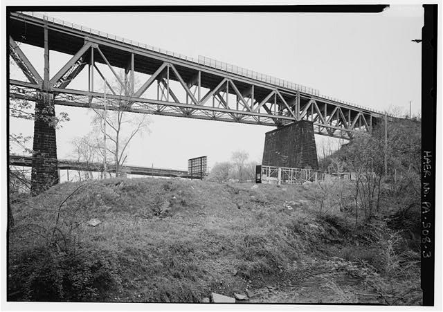 Perspective view of simple truss span at north end, looking NW. - Bessemer & Lake Erie Railroad, Allegheny River Bridge, Spanning Allegheny River, East of Pennsylvania Turnpike (I-76), Oakmont, Allegheny County, PA