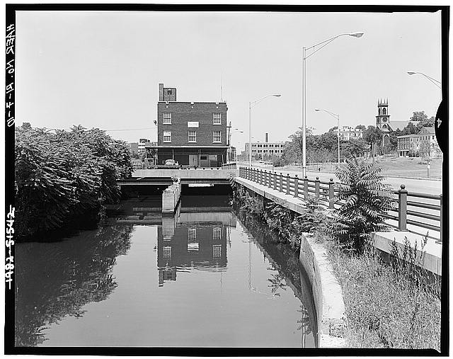 10.  VIEW, LOOKING NORTH, WITH CANAL STREET ON RIGHT. BUILDING AT CENTER IS BLUE RIBBON CO./WILSON & CO, THE LAST REMAINING MEAT PACKING COMPANY ON THE RIVER - Blackstone Canal, Charles & Randall Streets, Canal & Haymarket Streets, Providence, Providence County, RI