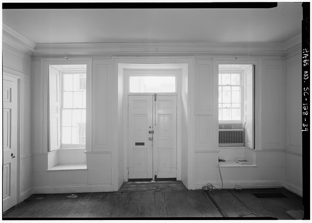 39.  INTERIOR VIEW OF NORTH (FRONT) ENTRY, EAST TENEMENT - Daniel Blake Tenement, 6-8 (2-4) Courthouse Square, Charleston, Charleston County, SC