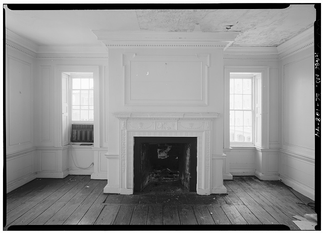 44.  INTERIOR VIEW OF FIRST FLOOR, SOUTHWEST ROOM, WEST WALL, FIREPLACE - Daniel Blake Tenement, 6-8 (2-4) Courthouse Square, Charleston, Charleston County, SC