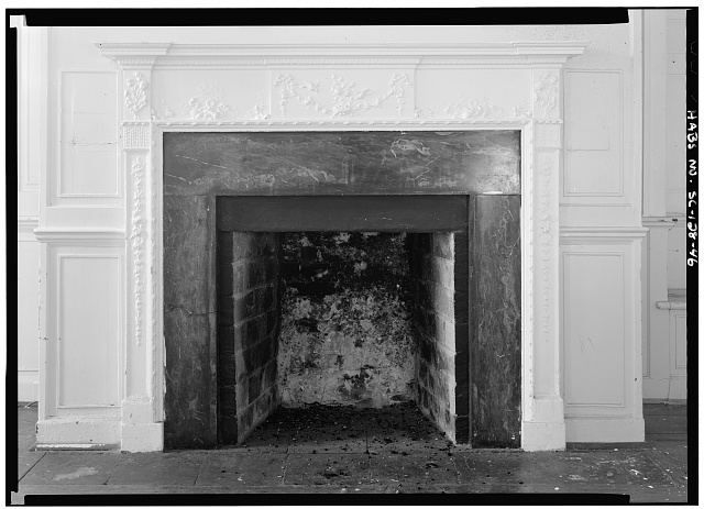 46.  DETAILED VIEW OF FIREPLACE, FIRST FLOOR, SOUTHWEST ROOM, WEST WALL - Daniel Blake Tenement, 6-8 (2-4) Courthouse Square, Charleston, Charleston County, SC