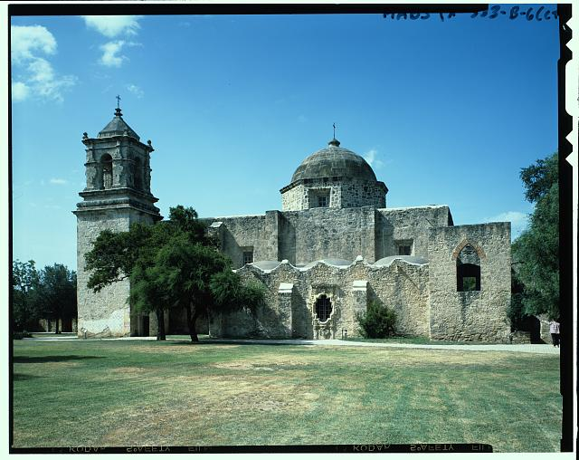 "GENERAL VIEW OF CHAPEL (smaller than church; to  right of church). NOTE SERRATED PARAPET AND THE  FAMOUS  ""ROSE WINDOW""  IN  CENTER.  ALSO NOTE BUTTRESSES. SOUTH SIDE. Duplicate color view of HABS TX-333-B-1 - Mission San Jose y San Miguel de Aguayo, Chapel, 6539 San Jose Road, San Antonio, Bexar County, TX"