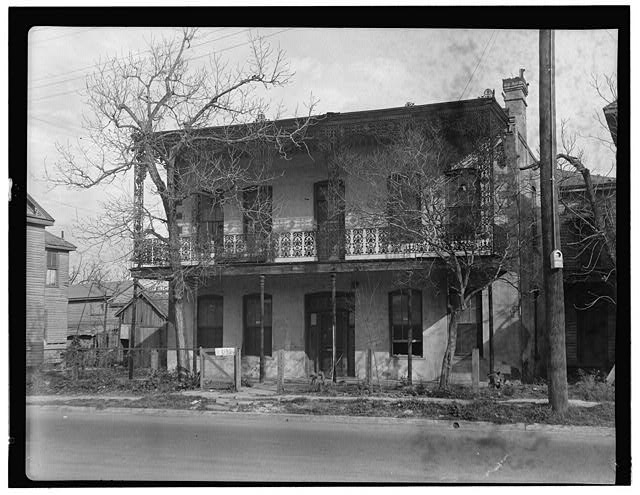 2.  Historic American Buildings Survey, James Campbell, Photographer March 7, 1934 NORTHWEST ELEVATION (FRONT). - E. Longcope House, 102 Chenevert Street, Houston, Harris County, TX