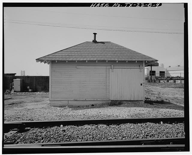 4.  View showing south side of tool shed, looking north - Atchison, Topeka & Santa Fe Control Tower 19, Tool Shed, Santa Fe Railway Milepost 51, Dallas, Dallas County, TX