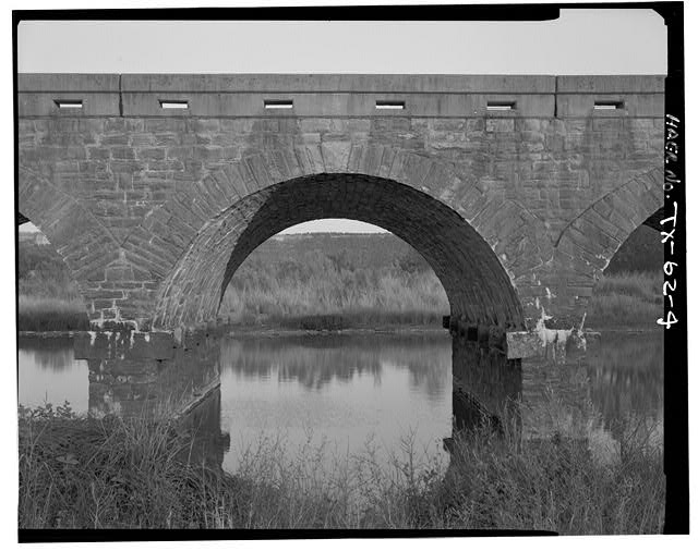 ELEVATION OF TYPICAL ARCH, FROM NW. - Possum Kingdom Stone Arch Bridge, Spanning Brazos River at State Route 16, Graford, Palo Pinto County, TX