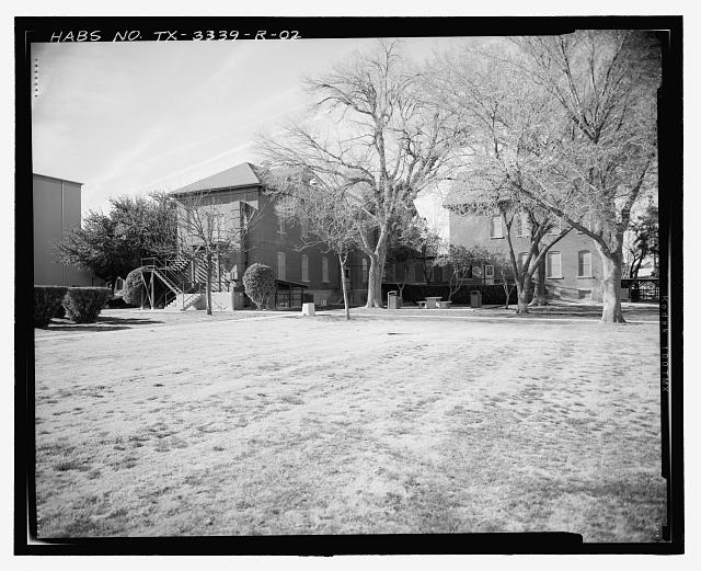 Contextual view, looking northwest (central block, north and south wings on left, rear annex on right) - Fort Bliss, Post Hospital, Pershing Road, El Paso, El Paso County, TX