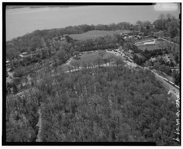 4.  AERIAL VIEW OF MT. VERNON TERMINUS, SOUTHERN TERMINUS OF GEORGE WASHINGTON MEMORIAL PARKWAY (GWMP), LOOKING SOUTHEAST. - George Washington Memorial Parkway, Along Potomac River from McLean to Mount Vernon, VA, Mount Vernon, Fairfax County, VA