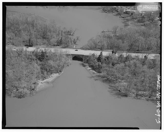 5.  AERIAL VIEW OF LITTLE HUNTING CREEK BRIDGE LOOKING NORTH. - George Washington Memorial Parkway, Along Potomac River from McLean to Mount Vernon, VA, Mount Vernon, Fairfax County, VA