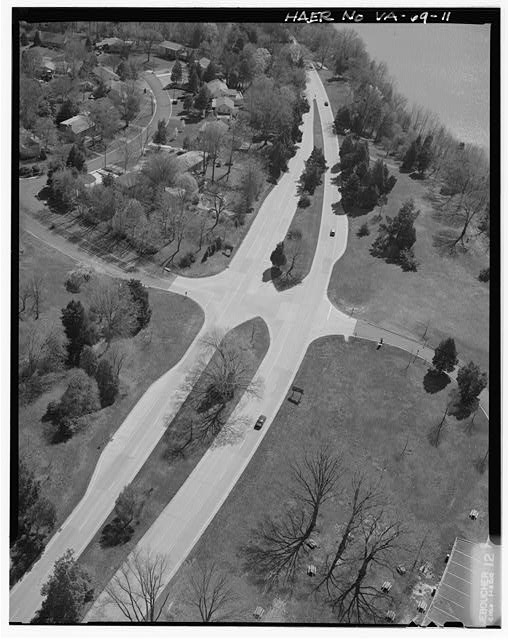 11.  AERIAL VIEW OF 'SAFETY FLARED' INTERSECTION AT RIVERSIDE PICNIC AREA LOOKING EAST. - George Washington Memorial Parkway, Along Potomac River from McLean to Mount Vernon, VA, Mount Vernon, Fairfax County, VA