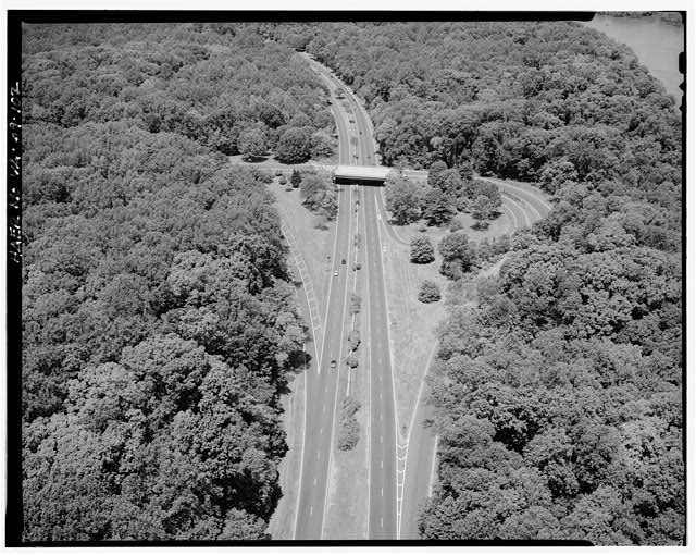 102.  AERIAL VIEW OF CIA OVERPASS LOOKING NORTHWEST. - George Washington Memorial Parkway, Along Potomac River from McLean to Mount Vernon, VA, Mount Vernon, Fairfax County, VA