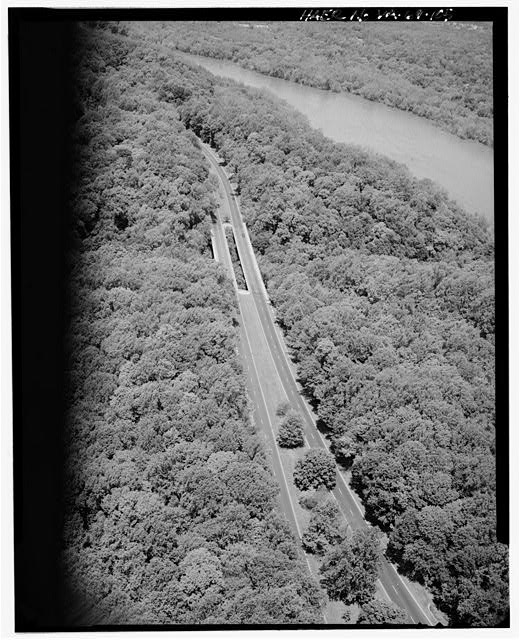 105.  AERIAL VIEW OF TURKEY RUN BRIDGE LOOKING WEST. - George Washington Memorial Parkway, Along Potomac River from McLean to Mount Vernon, VA, Mount Vernon, Fairfax County, VA