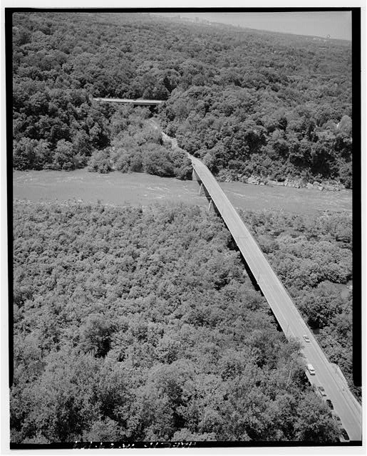 109.  AERIAL VIEW OF CHAIN BRIDGE LOOKING SOUTHWEST. - George Washington Memorial Parkway, Along Potomac River from McLean to Mount Vernon, VA, Mount Vernon, Fairfax County, VA