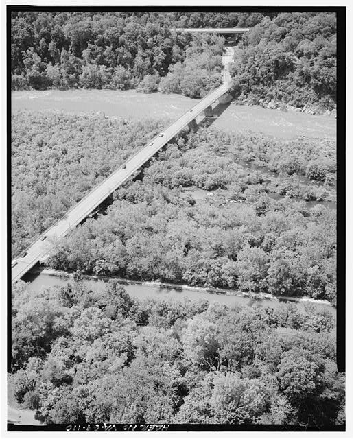 110.  AERIAL VIEW OF CHAIN BRIDGE, C&O CANAL AND POTOMAC LOOKING SOUTHWEST. - George Washington Memorial Parkway, Along Potomac River from McLean to Mount Vernon, VA, Mount Vernon, Fairfax County, VA