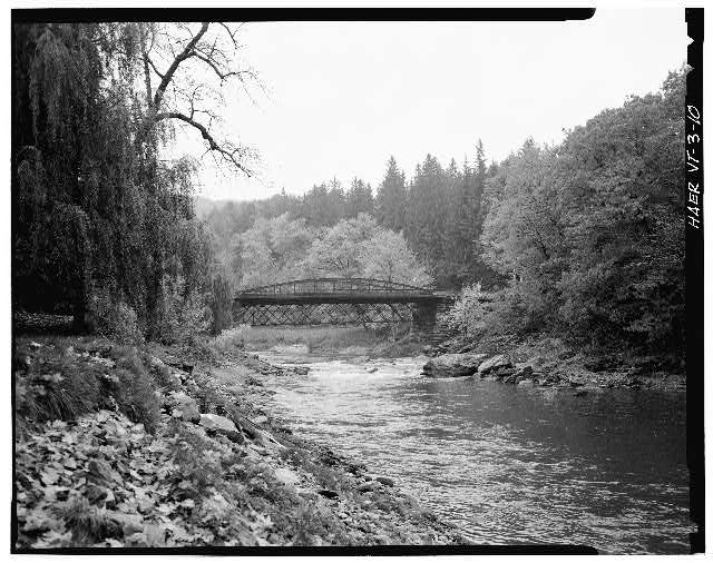 10.  LOOKING NORTHWEST - Elm Street Bridge, Spanning Ottauquechee River, Woodstock, Windsor County, VT