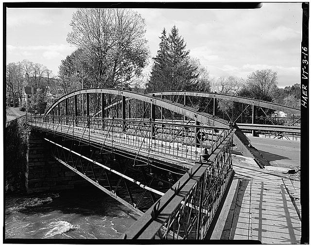 16.  CLOSE-UP VIEW LOOKING SOUTHWEST - Elm Street Bridge, Spanning Ottauquechee River, Woodstock, Windsor County, VT