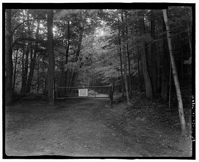 PROSPER ROAD ENTRANCE GATE. VIEW E - Marsh-Billings-Rockefeller Carriage Roads, Woodstock, Windsor County, VT