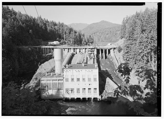 GENERAL VIEW TO SOUTH OF WEST-BANK SPILLWAY, PENSTOCK, SURGE TANK, AND ELWHA POWERHOUSE.  PHOTO BY JET LOWE, HAER, 1995. - Elwha River Hydroelectric System, Elwha Hydroelectric Dam & Plant, Port Angeles, Clallam County, WA