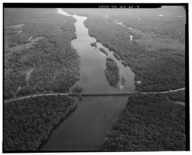 4.  John N. Vogel, Photographer, May 1993 AERIAL VIEW TO NORTH NORTHEAST. SUBJECT BRIDGE AND ITS SETTING. - Chippewa River Bridge, Spanning Chippewa River at State Highway 35, Nelson, Buffalo County, WI