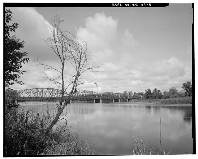 5.  John N. Vogel, Photographer, August 1993 DISTANT VIEW TO WEST SOUTHWEST. - Chippewa River Bridge, Spanning Chippewa River at State Highway 35, Nelson, Buffalo County, WI
