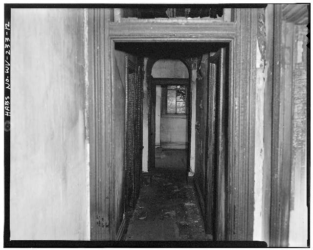12.  Upstairs hallway showing North room - 1302 Third Avenue (House), 1302 Third Avenue, Huntington, Cabell County, WV