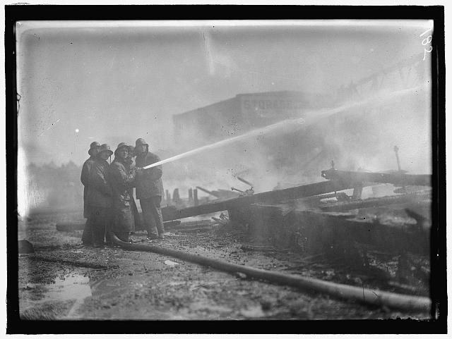 [Fire at the DC Baseball Park (known as National Park or Boundary Field), Washington, D.C.]