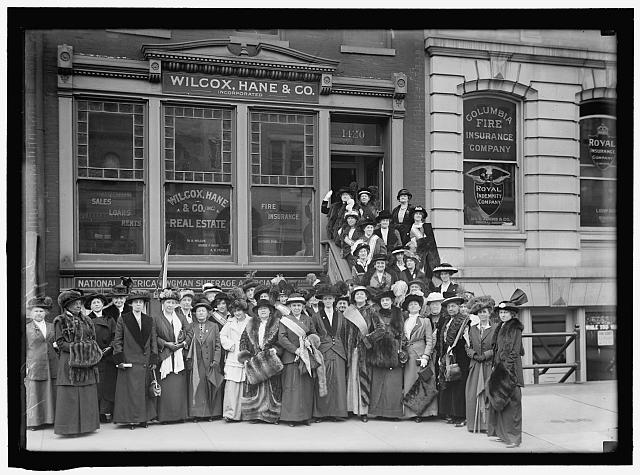 NEW JERSEY WOMAN SUFFRAGE GROUP. LEAVING HEADQUARTERS FOR WHITE HOUSE