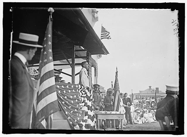 WOODROW WILSON [WILSON ON REVIEWING STAND]