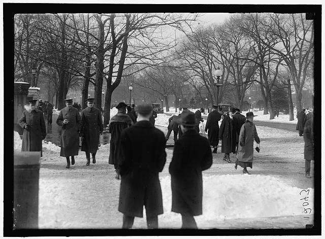 [Street scene with snow, Executive Avenue, Washington, D.C.]