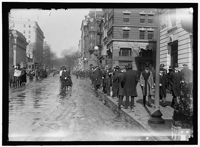 [Street scene, near G Street, Washington, D.C.]