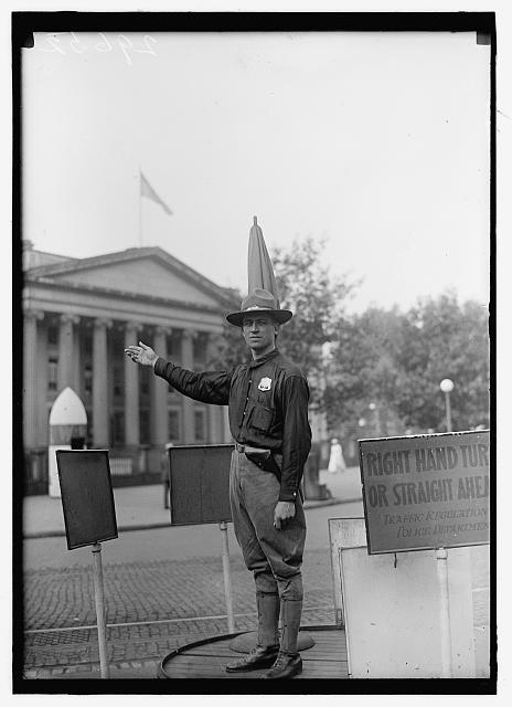 DISTRICT OF COLUMBIA; TRAFFIC. SOLDIER TRAFFIC POLICEMAN, 15TH AND NEW YORK AVENUE