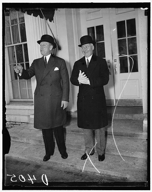 New Jersey. Problems related to President. Washington, D.C., Dec. 22/36. The relief situation and New Jersey problems were discussed with President Roosevelt today by Mayor Frank Hugue (left) of Jersey City, and U.S. Senator A. Harr Moore