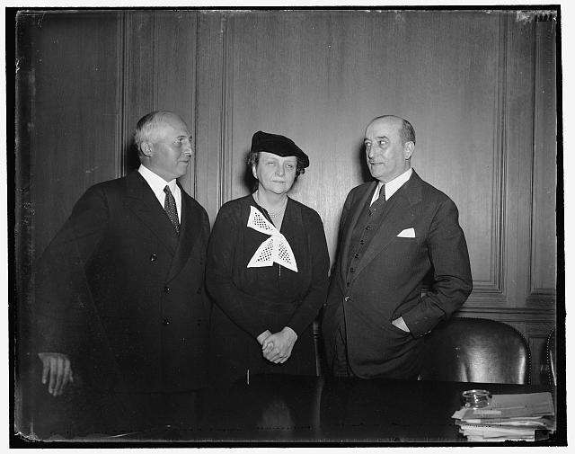 Remington-Rand Strike. Washington, D.C., March 18. In an efFort to adjust difficulties in his company's plants, James H. Rand, Jr., President of the Remington-Rand, Inc., entered into a converence with Sec. of Labor Frances Perkins today at the Labor Dept. Left to right: Rand, Sec. of Labor Perkins, and Edward McGrady, Asst. Sec. of Labor...