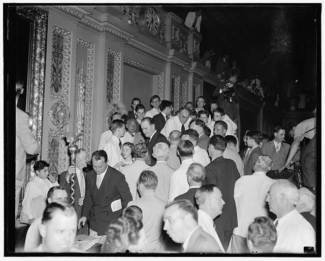 Speaker bids goodbye to members. Washington D.C. Aug 21. Speaker of the House bankhead bids goodbye to fellow members of Congress as the first sessions of the 75th Congress adjourned tonight, 8/21/37