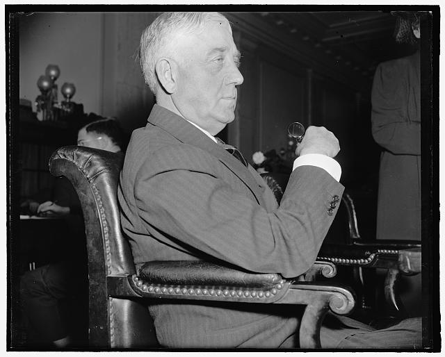 Maine Senator. Washington, D.C., April 4. A new informal picture of Senator Wallace H. White, Jr., republican of Maine. 4-4- 39