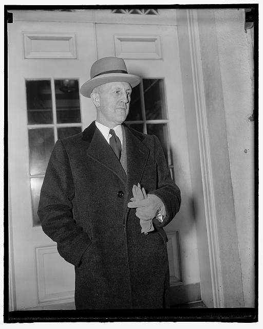 Missouri's Governor at White House. Washington, D.C., April 13. Missouri's Governor Lloyd C. Stark leaving the White House today after conferring for twenty minutes with President Roosevelt. While he did not say so, Governor Stark is believed to have thanked the President for Aid in his fight against boss Tom Pendergast of Kansas City, 4-13-39