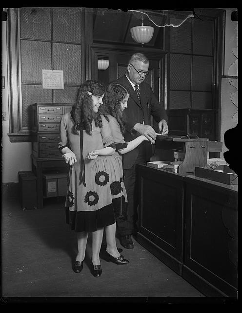"[Fingerprinted. Fred Sandberg, District police fingerprint expert, tells Daisy and Violet Hilton, ""Siamese Twins,"" apart by their fingerprints]"