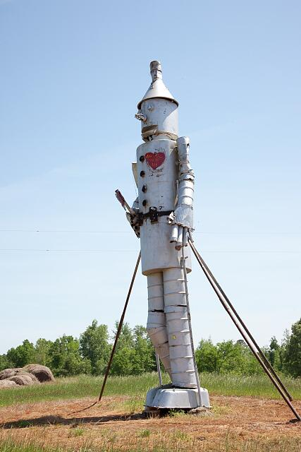 Tin man, which is not made of hay is 32 feet high. Located on U.S. 43 between Demopolis and Eutaw in Alabama&#39;s mostly rural western Black Belt region, Alabama