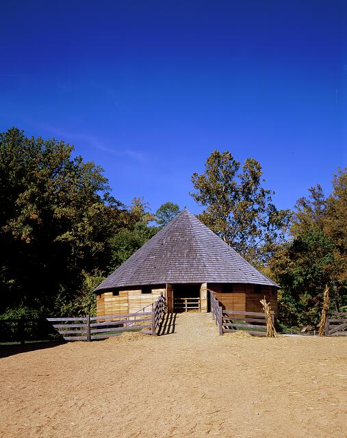 16-side round barn built in 1792 by George Washington on his Mount Vernon estate in Virginia