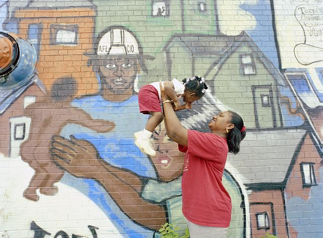 Mother, child, and mural in Des Moines, Iowa