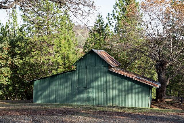 An attractive barn on Simmons Road, near the Lake Oroville Reservoir in Butte County, California