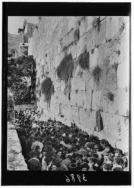 Crowds on Atonement Day at western Temple wall. Jew's wailing place