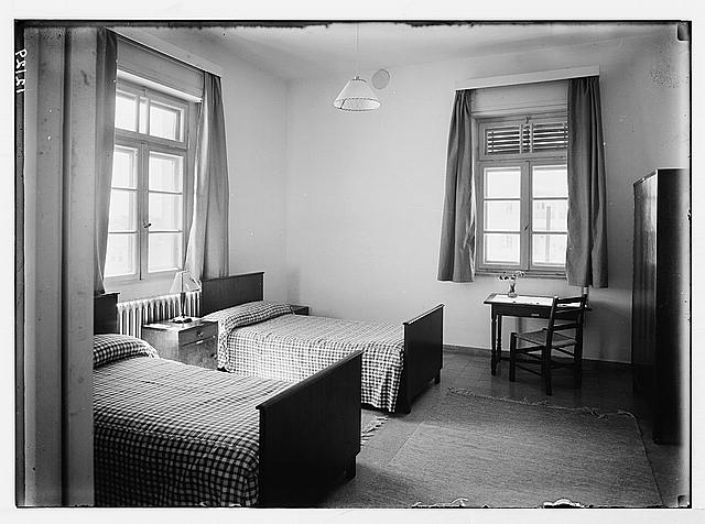 Lady McMichael [i.e., MacMichael] House (Knights of St. John's Br. Red Cross, convalescent house for officers). A double bed room