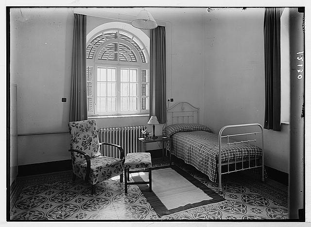 Lady McMichael [i.e., MacMichael] House (Knights of St. John's Br. Red Cross, convalescent house for officers). A simple bedroom