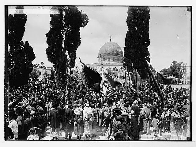 [First Nebi Mousa celebration after the occupation. Holy Flag taken to the Mosque el-Aksa, 1918]