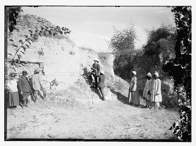 [Sir Herbert Samuel breaking the sod for commencement of excavations at Ascalon, 1920]