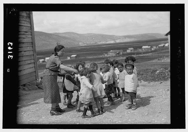 Zionist colonies on Sharon. Ben Shemen, Kindergarten. Children at play