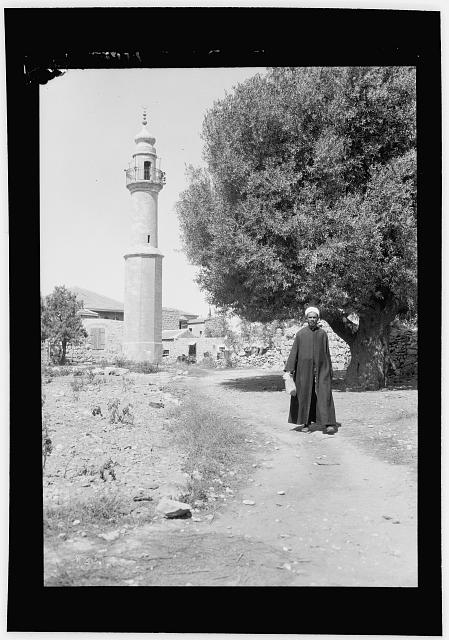 Palestine events. The 1929 riots, August 23 to 31. Minaret of the Awkashi mosque. Attendant Sheik in foreground [Jerusalem]
