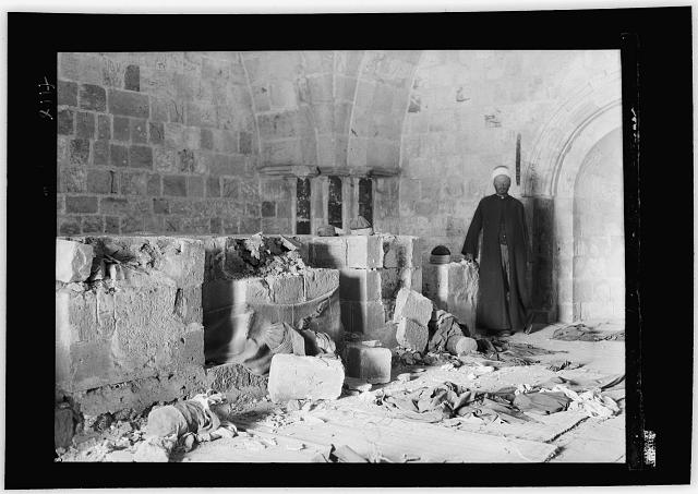 Palestine events. The 1929 riots, August 23 to 31. Desecrated graves in the Awkashi shrine. Demolished by Jews [Jerusalem]