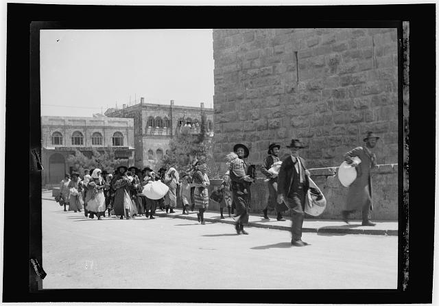 Palestine events. The 1929 riots, August 23 to 31. Jewish families fleeing from the Old City with bag and baggage at Jaffa Gate, Jerusalem
