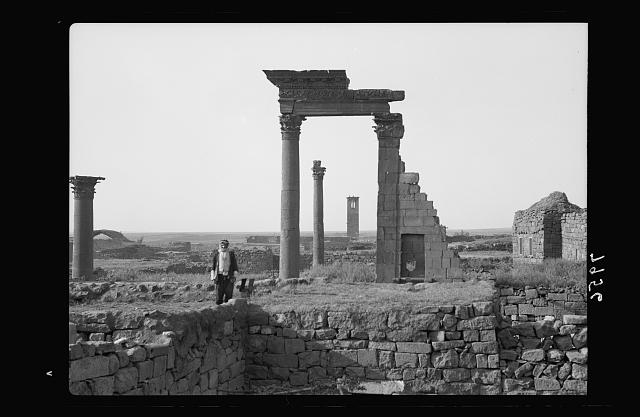 Jebel el-Druze & Hauran. Basra Eski Sham. Beautiful entablature mounted between a pillar & an engaged column